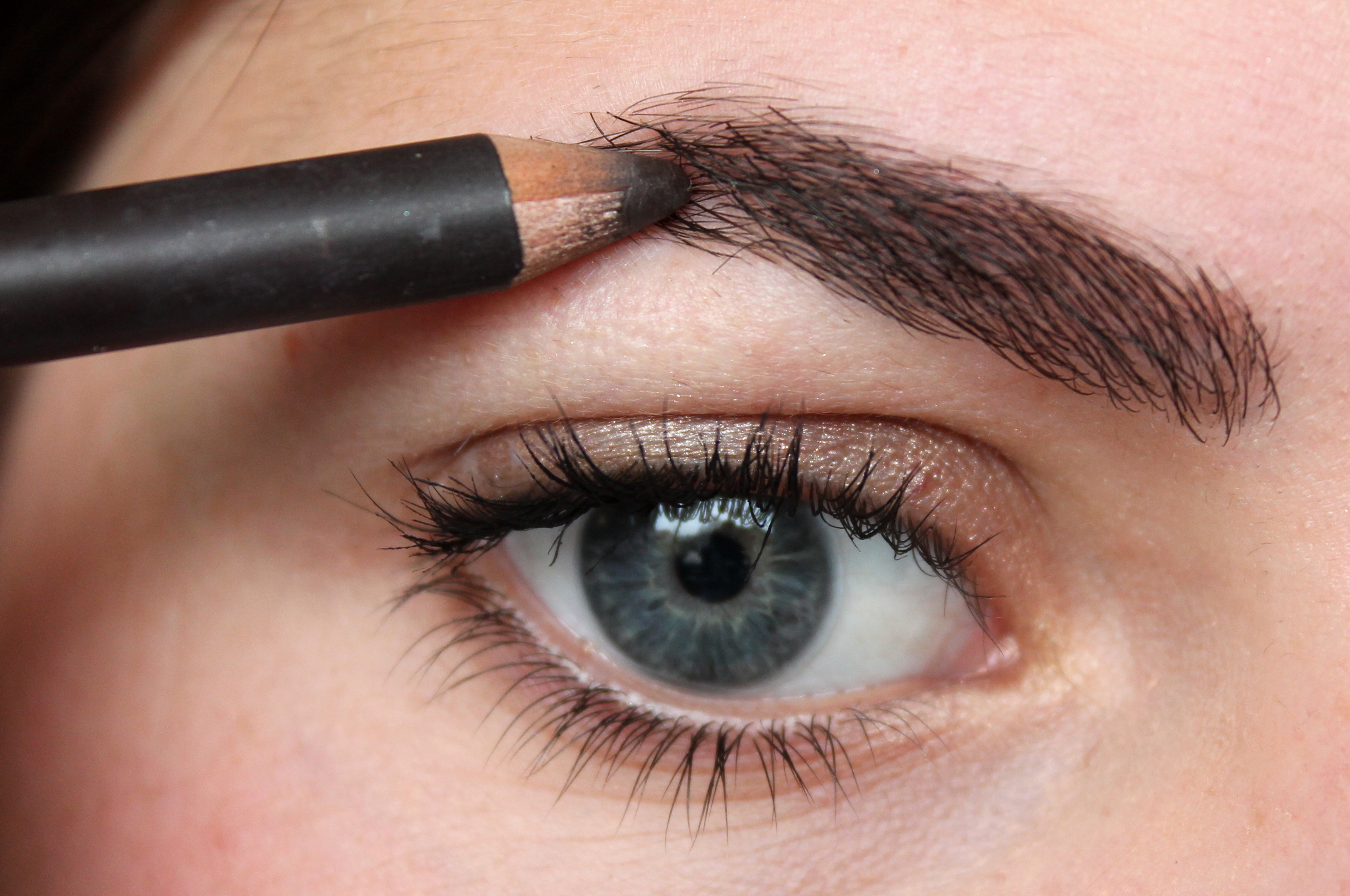 How To Match Shade Of An Eyebrow Pencil With Hair Colour